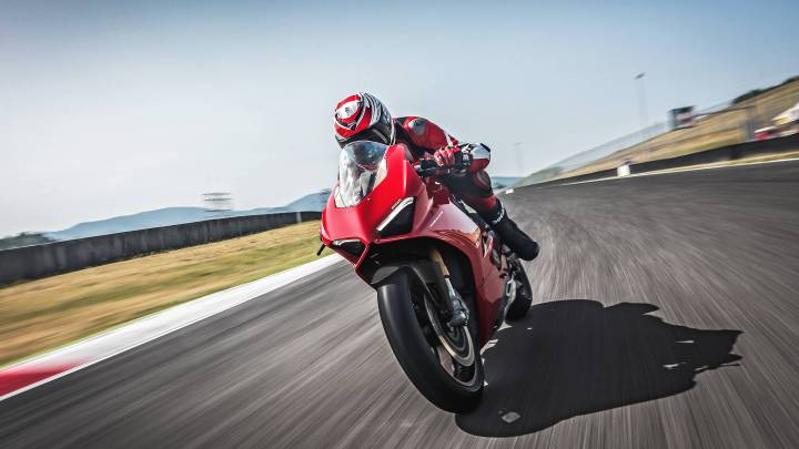 Ducati's Panigale V4 S is an Orgasm On Wheels