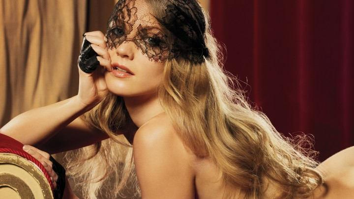 The World's a Stage With Winter Ave Zoli