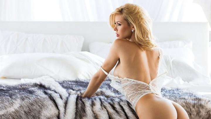 House Call Starring Playmate Kennedy Summers