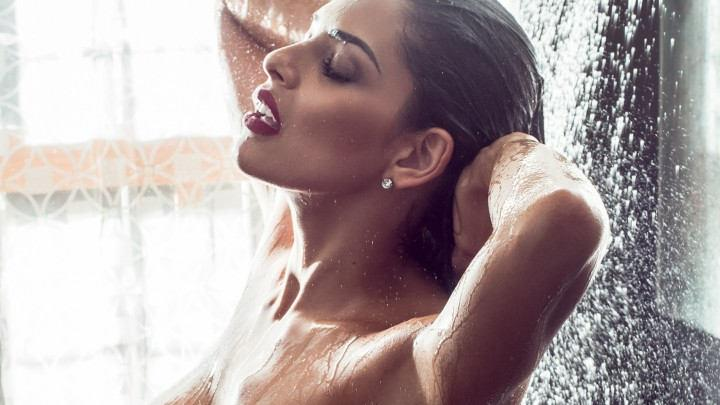 Cleaning Up with Playboy Brazil's Nuelle Alves