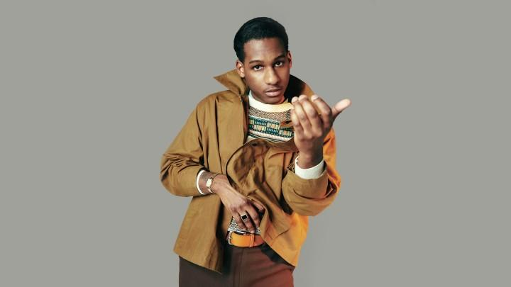Vocal Powerhouse Leon Bridges Offers a Primer On Eye-catching Retro Style
